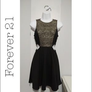*Forever 21* SEXY SIDE CUT OUT DRESS